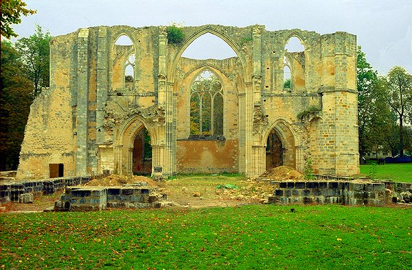 Romanes.com: Abbaye de Le Lys by emmanuel PIERRE, reference R-33-77191-0001-11982, 4065 x 2670 px, click for next picture